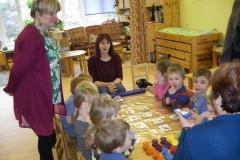 Kullatera lasteaia õpetajate robootika tund Puhhides